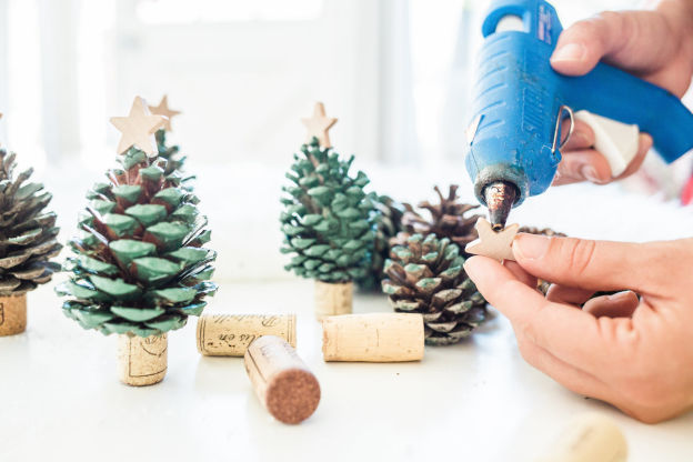 Pinecone and Wine Cork Christmas Trees | 6 Wine Crafts Full of Holiday Cheer
