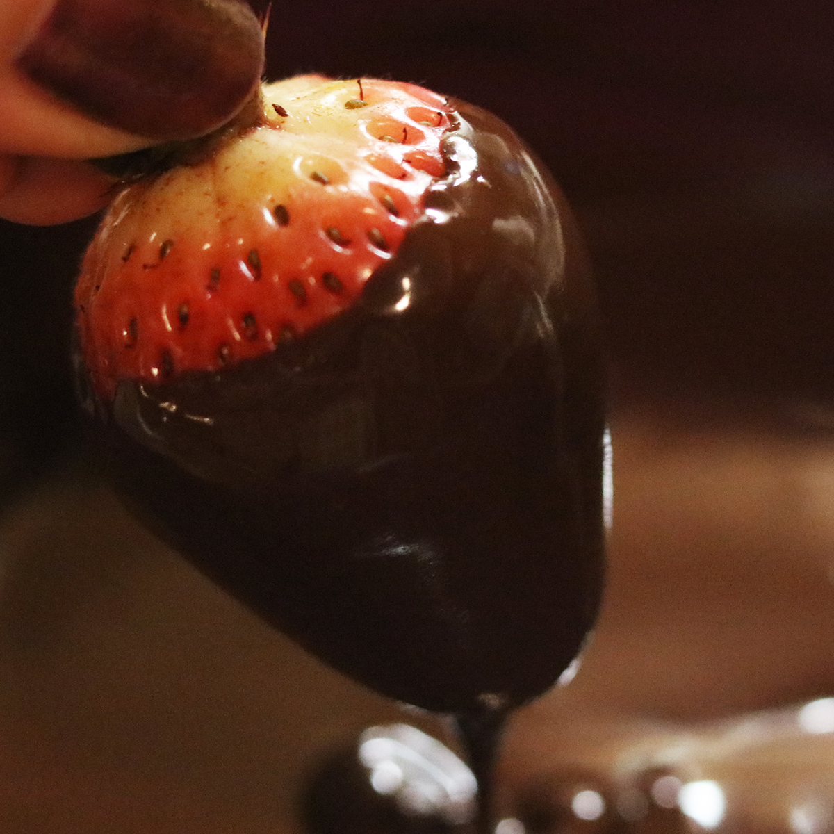 Missouri wine infused chocolate covered strawberries, dip
